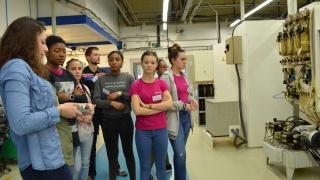 Visite de la société ADR-Alcen par les collégiennes Elles bougent