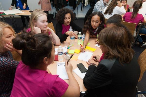 Rencontre avec les collégiennes et lycéennes Elles Bougent pour les sensibiliser aux filières scientifiques et techniques