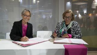 Signature du partenariat entre le Ministère de la transition écologique et solidaire et l'association Elles Bougent au Mondial de l'Auto