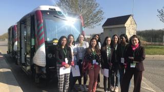 Mobilité@Vedecom, les étudiantes à la découverte des voitures autonomes