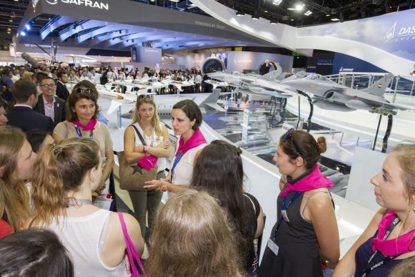 Déconstruire les stéréotypes dans les métiers de l'aéronautique avec Elles Bougent au Salon du Bourget