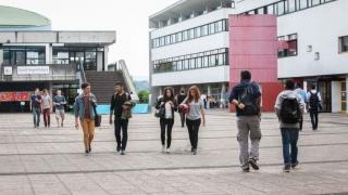 Accueil Géant Campus à l'Université des Portes du Jura de Montbéliard : stand Elles bougent