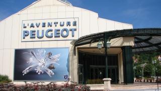 Week-end des métiers de l'automobile au musée de l'aventure Peugeot: stand Elles bougent