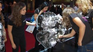 Les ambassadrices Normandes de l'ESIGELEC au Mondial de l'automobile