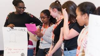 Elles Bougent pour l'industrie du futur: visite offerte par la FIM aux collégiennes du Val d'Oise